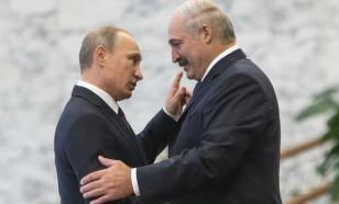 Путин обнял Лукашенко на открытии Ржевского мемориала