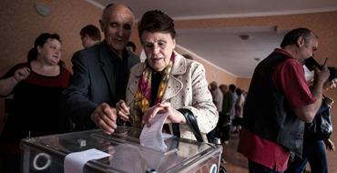 Луганск отказался проводить выборы президента Украины