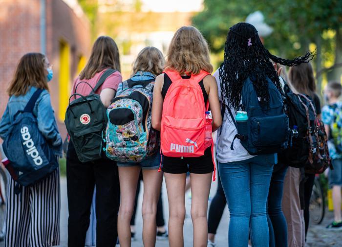 Подростки опасаются идти в школы из-за бедности родителей
