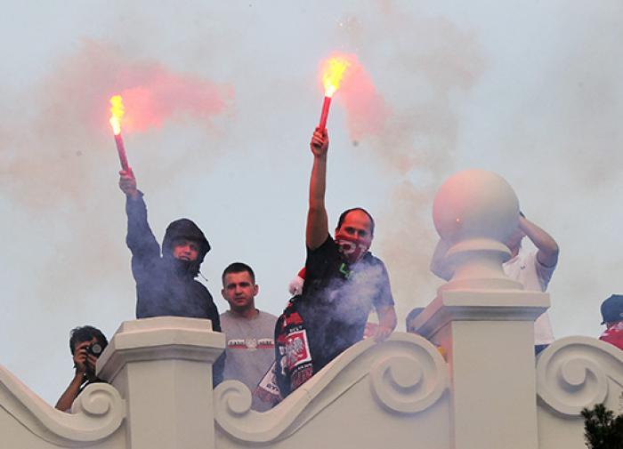 Футбольные болельщики устроили всемирные Беспорядки