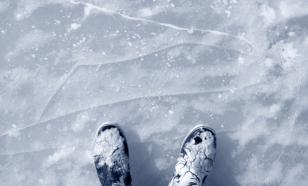 Житель Иркутска провалился под лёд, катаясь на коньках