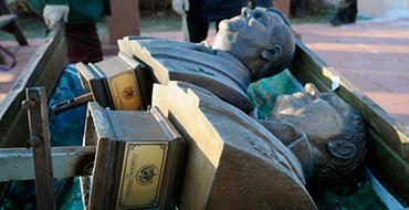 Скульптор о попытке продажи памятника в Костроме: До ручки уже дошли