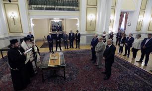 Девять новых членов правительства Греции приняли присягу а Афинах