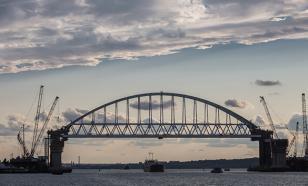 Автомобильную арку Крымского моста через Керченский пролив готовят к установке