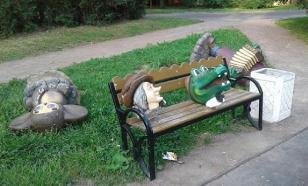 """В Питере """"завалили"""" скульптуру Чебурашки и обезглавили Шапокляк с Крокодилом Геной"""