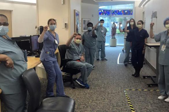 США: десять медсестер уволены за отказ работать без масок