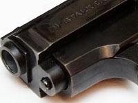 Москвич застрелил подругу, хвастаясь оружием.