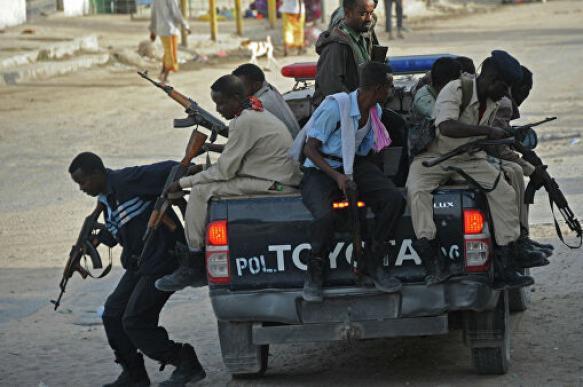"""Боевики """"Аш-Шабаб"""" напали на авиабазу США в Сомали"""