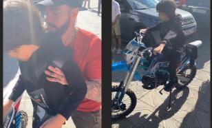 Тимати подарил 8-летнему сыну Киркорова байк за 100 тысяч рублей