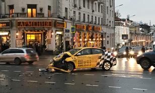 Такси протаранило маршрутку на юге Москвы