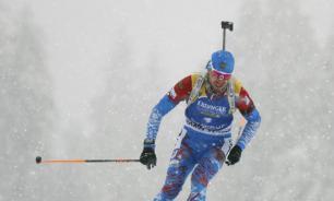Логинов завоевал золото в спринте на ЧМ по биатлону