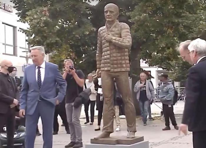 Благодарный немецкий народ поставит Горбачёву ещё один памятник