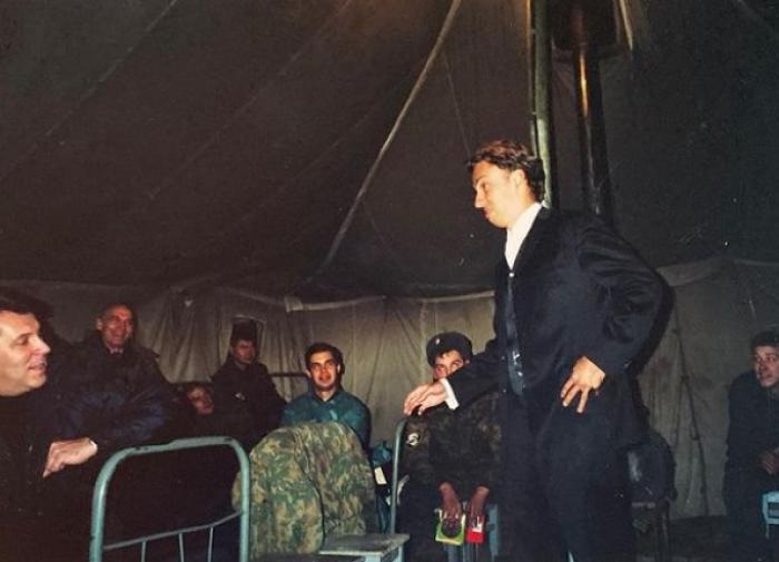 Галкин опубликовал фото с Лановым на войне в Чечне