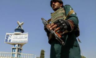 Талибы* и американцы выстрелами разгоняют афганцев у аэропорта Кабула
