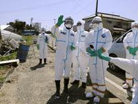 Жителей Фукусимы отправили на медосмотр.