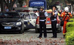 Житель Китая дважды избежал смерти в течение 10 секунд. Видео