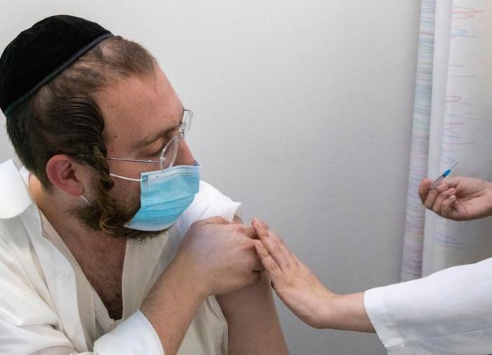 Доктор рассказал о неэффективности вакцин от коронавируса в Израиле