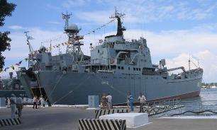 """Десантный корабль """"Орск"""" выполнил комплекс артиллерийских стрельб в морском полигоне"""