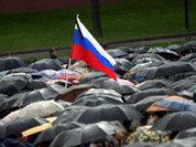 Возлагать цветы на могилы Гайдара и Ельцина пришли 100 человек