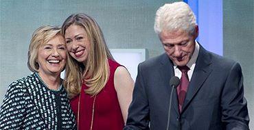 "Билл, Хиллари и Челси Клинтон приняли миллионы долларов от защитника ""Хезболлы"""
