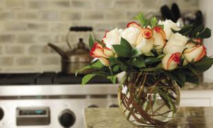 10 лайфхаков для сохранения роз в вазе