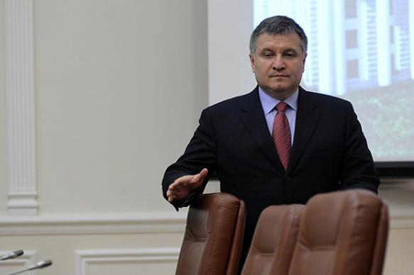 Глава МВД Украины предложил продать наркотики в Россию