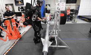 Житель Канады изобрел четырехметровый экзоскелет