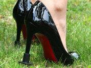 Россиянам запретят обувь на плоской подошве и на шпильке?