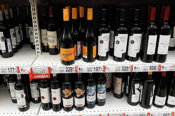 Отечественное вино предложили продавать до полуночи
