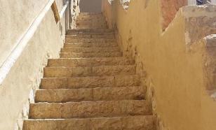 Лестницы в многоэтажках опасны из-за COVID-19