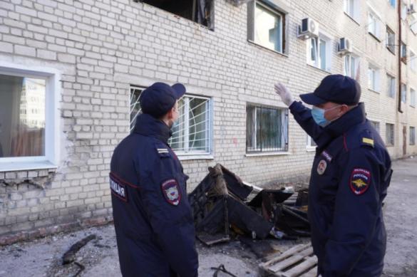Полицейские спасли больше 20 человек из горящего дома в Благовещенске