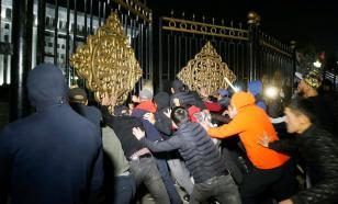 Слезоточивый газ и взрывы: Киргизия протестует против итогов выборов