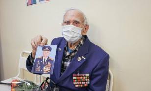 Ветеран привился от COVID-19 перед 100-летним юбилеем