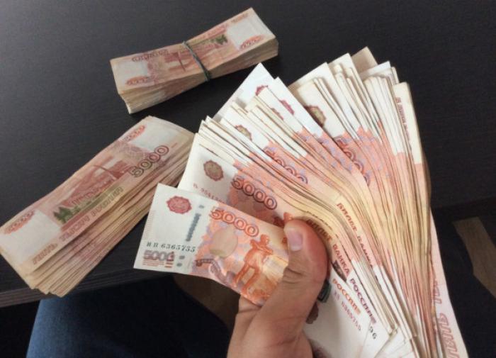 Названы вакансии с зарплатой 300 тысяч рублей для рядового сотрудника