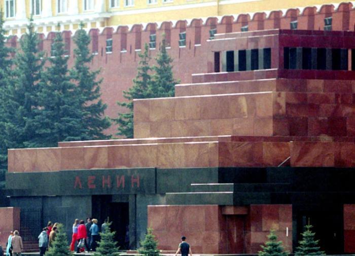 Скандал с Мавзолеем увеличил число противников захоронения Ленина