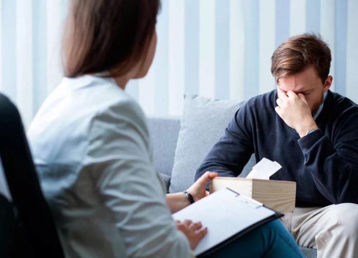 Эксперт рассказал, почему в России не принято ходить к психологам