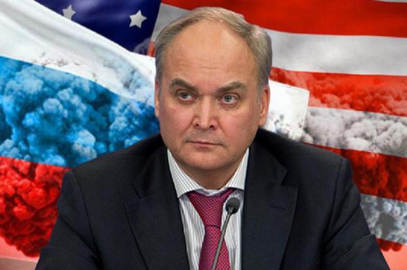 США маниакально пытаются обрушить отношения с Москвой - Антонов