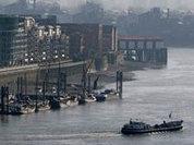 Маг из Англии прогулялся пешком по Темзе