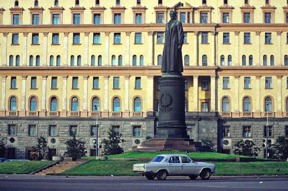 Кто будет на Лубянке: Феликс Дзержинский или Александр Невский
