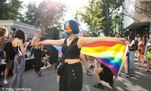 Топлесс-рейв ЛГБТ в Киеве сорвали радикалы, всех разогнала полиция