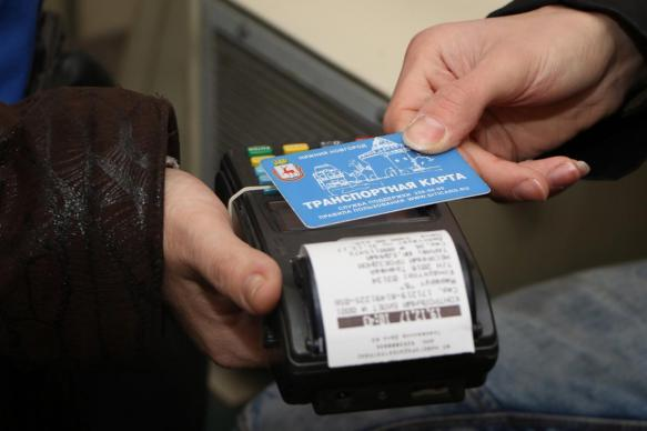 Половину транспортных карт в РФ запретят пополнять наличными анонимно