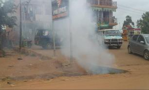 Новорождённый при смерти из-за выпущенного угандийской полицией газа