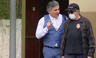 Адвокат: Ефремов сел за руль, чтобы помочь другу