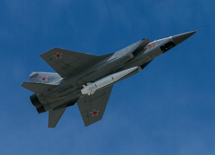 Острота противостояния: зачем Россия перебросила в Хмеймим МиГ-31к