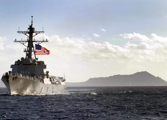 Эсминец США попытался вторгнуться на территорию России