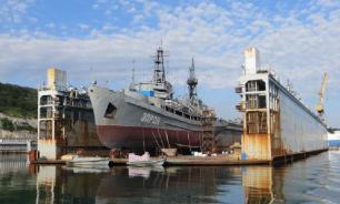 В Севастополе затонул плавучий док с подводной лодкой