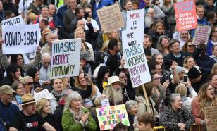Агрессивная толпа протестующих в Лондоне напала на полицейских