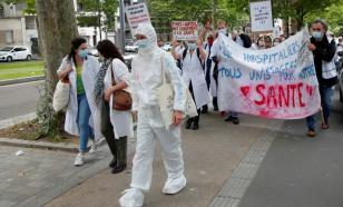 Медики Парижа вышли на акцию протеста