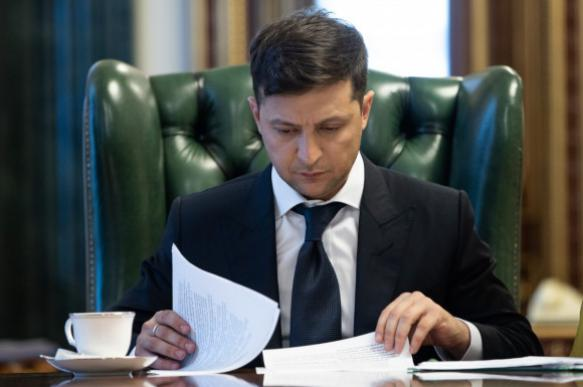 Зеленский лишил депутатов Рады неприкосновенности