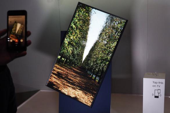 В России поступил в продажу поворотный телевизор Samsung The Sero